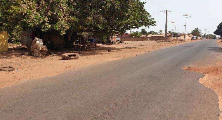 Vende se Terreno 1000 m2 de( 2) dois talhões na beira da estrada principal frente a Base Aeria no AEROPORTO