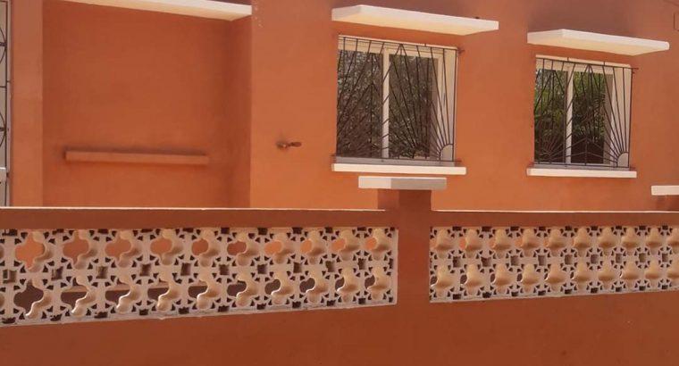 Aluga-se uma Moradia de 3 dormitórios 2 casa de banhos