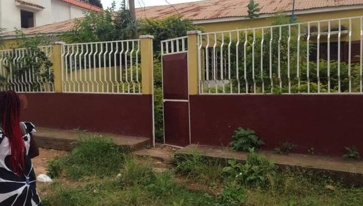 ( 2 CASAS) DUPLEX. Mais outra Casa em Bissau